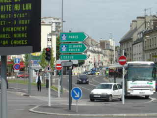 Caen - R. Station neighbourhood / Quartier de la Gare