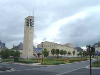 Villers-bocage : New church in the village center / Nouvelle église dans le centre du village